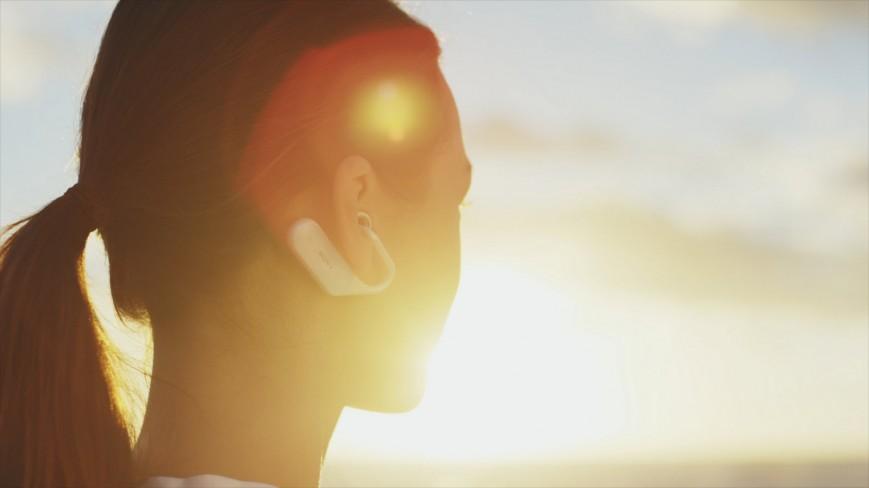 Концептуальная гарнитура Sony Xperia Ear позволяет слышать окружающие звуки