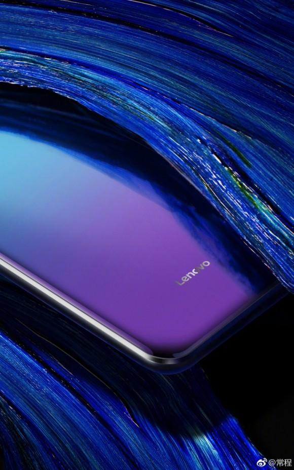 Топ-менеджер Lenovo показал рекордно безрамочный смартфон