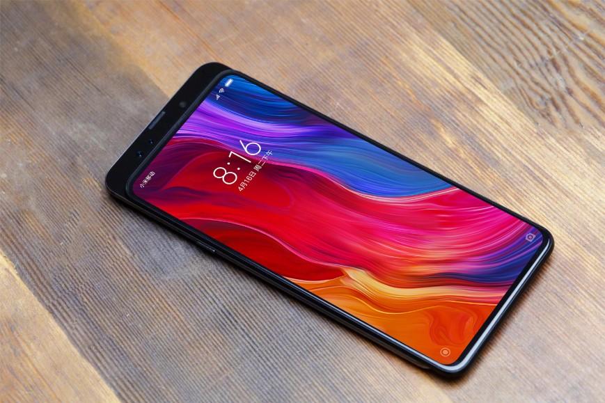 Глава Xiaomi показал новый безрамочный смартфон с выдвижной камерой
