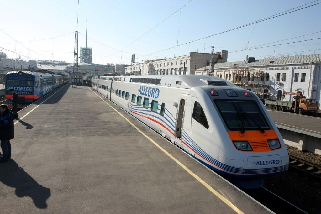 Пассажиры променяют поезда на самолёты из-за пошлин на товары