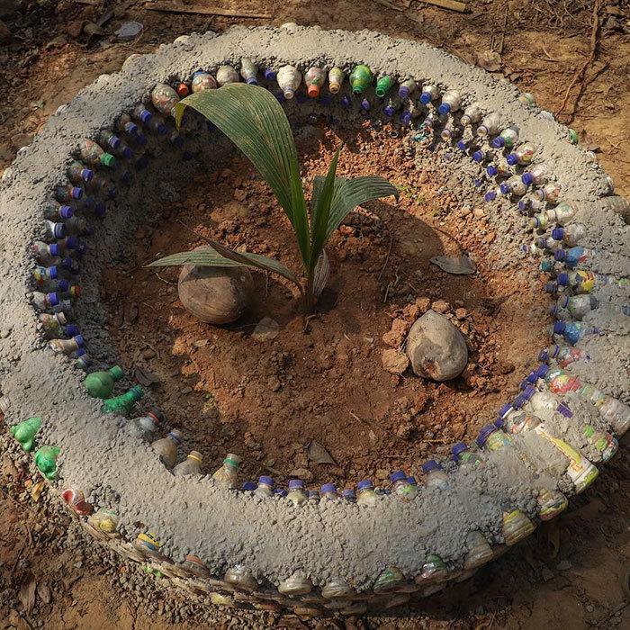 Индийских детей из бедноты заставляют оплачивать обучение пластиком