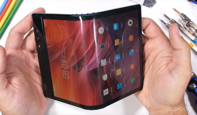 Первый в мире сгибаемый телефон проверен на прочность (2 фото + видео)