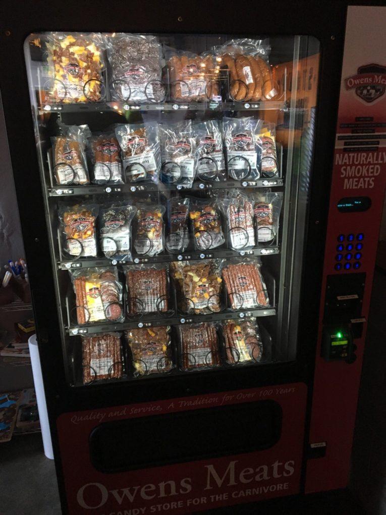 В общественных местах в Германии появились автоматы с мясными продуктами