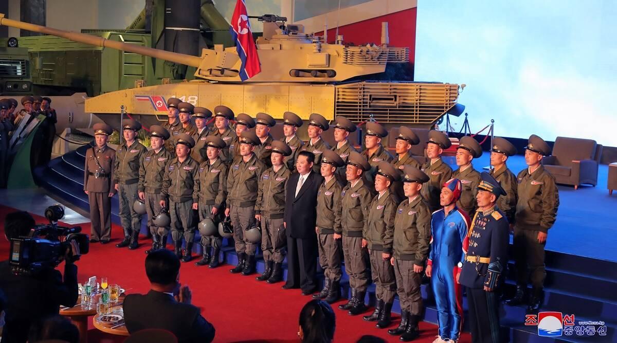 Новую форму северокорейских парашютистов сравнили с супергеройским костюмом