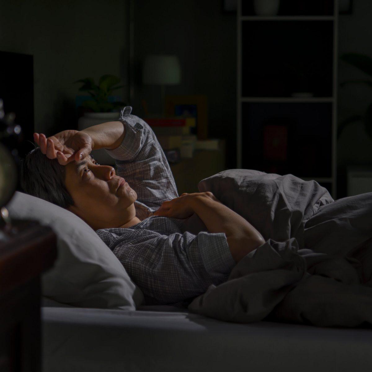 Почему люди ощущают тревогу и депрессию, если просыпаются среди ночи
