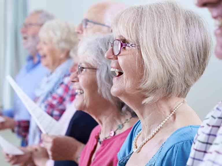 Учёные рассказали, почему петь полезно для здоровья