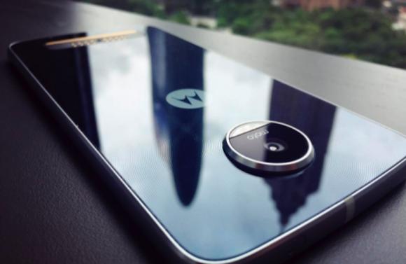 Смартфон Moto Z Play показался на живых фото