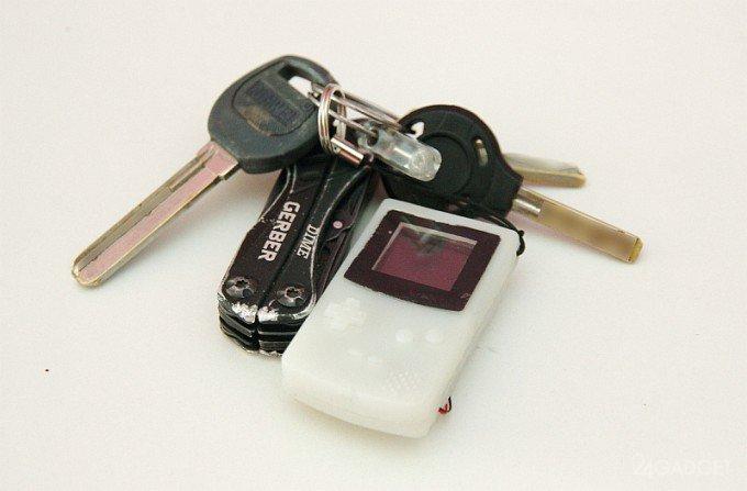 Самый маленький Game Boy исполнен в формате брелока (видео)