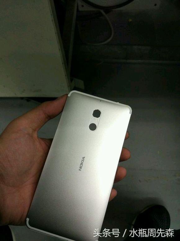 Названы цены для двух версий Nokia D1C