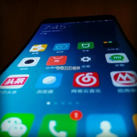 Xiaomi с изогнутым дисплеем в стиле  LG G Flex показался на фото