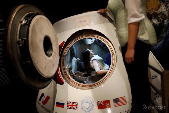 Создан жилет, который защитит астронавтов в открытом космосе (4 фото)