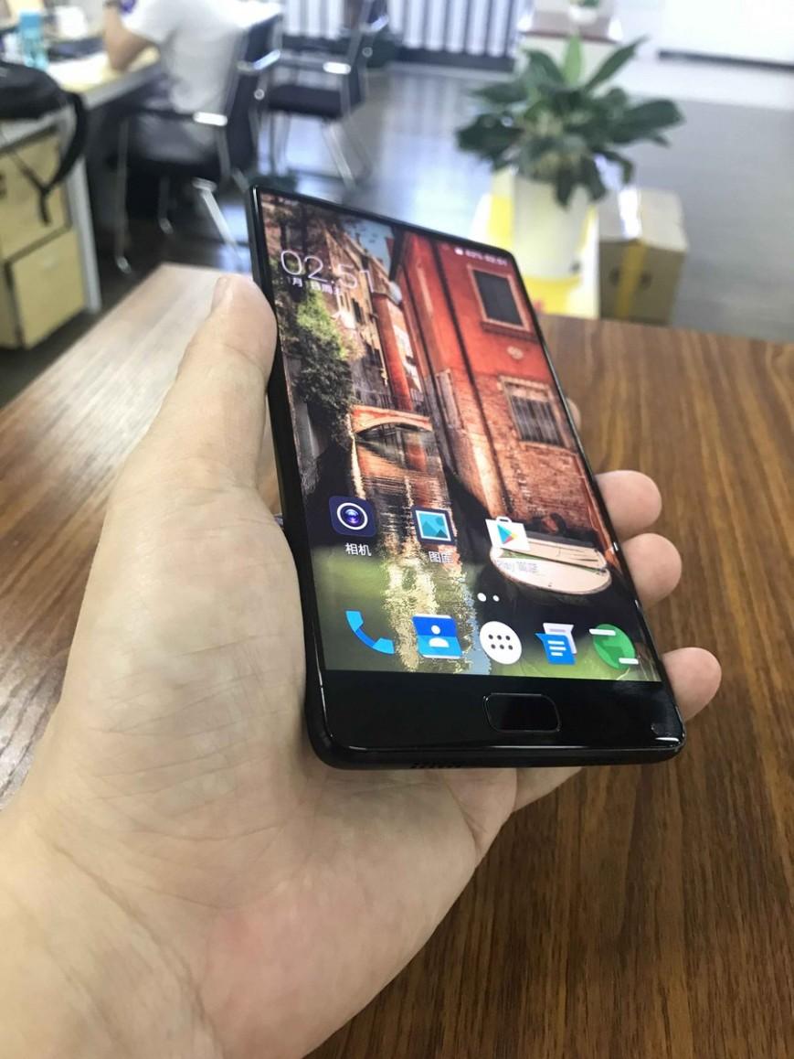 Elephone показала прототип безрамочного смартфона