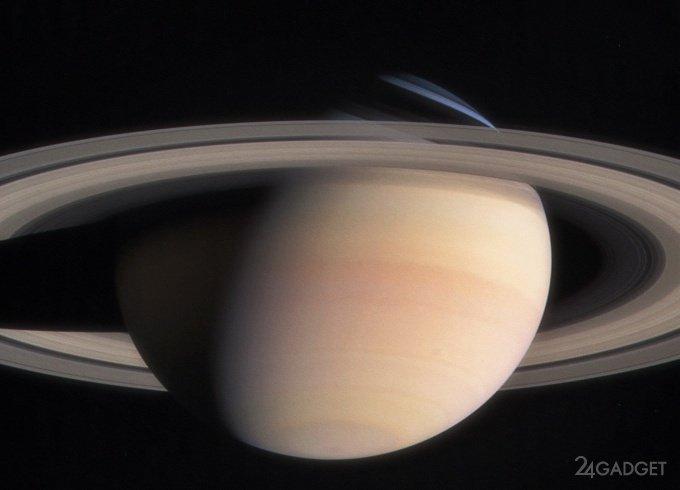 Cassini прислал свежие фото и звук колец Сатурна (7 фото + 5 видео)