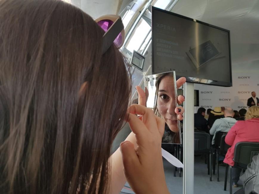 Очень зеркальный Xperia XZ Premium