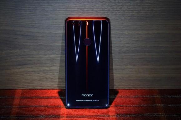 Смартфон Huawei Honor 8 получит возможности EMUI 8.0, но без Oreo