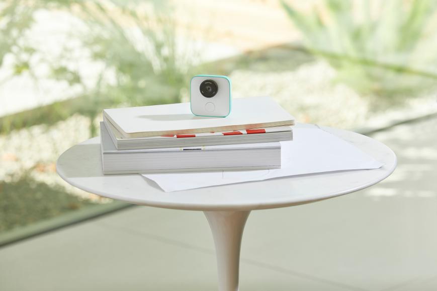 Камера-клипса Google Clips вышла в продажу
