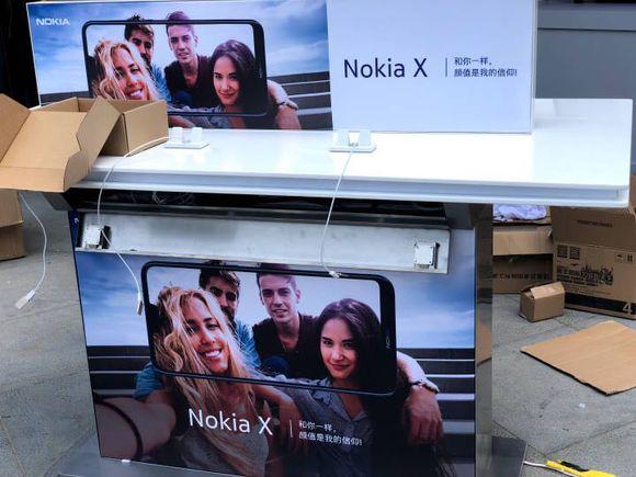 Смартфон Nokia X6 с «бровью» показался на живых фото