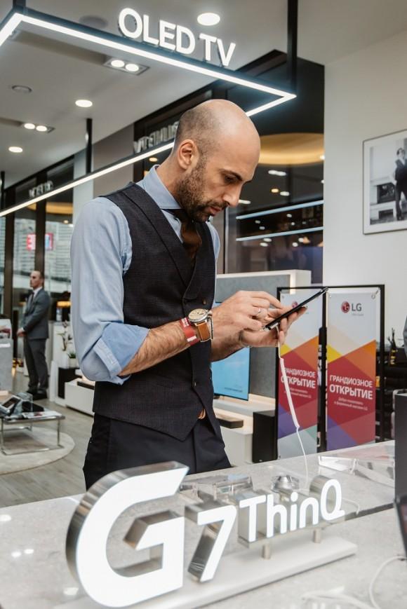 Танцор и хореограф Евгений Папунаишвили и смартфон LG G7 ThinQ