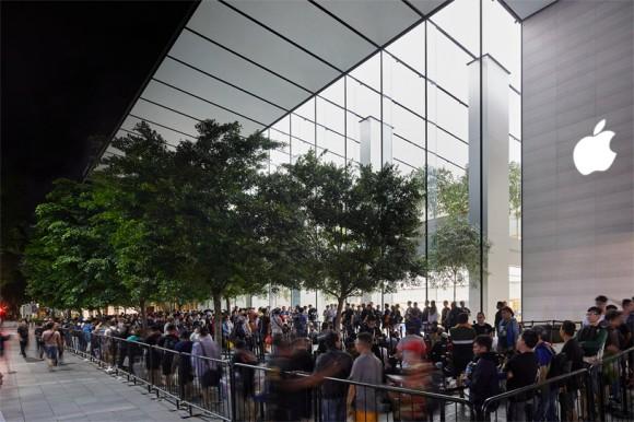 iPhone XS и iPhone XS Max поступили в продажу