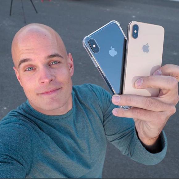 Знаменитый сокрушитель смартфонов не смог разбить iPhone XS