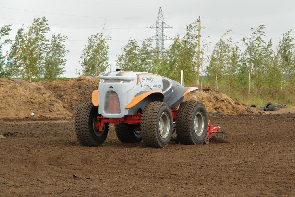 В России начали тестировать беспилотные тракторы для уборки снега
