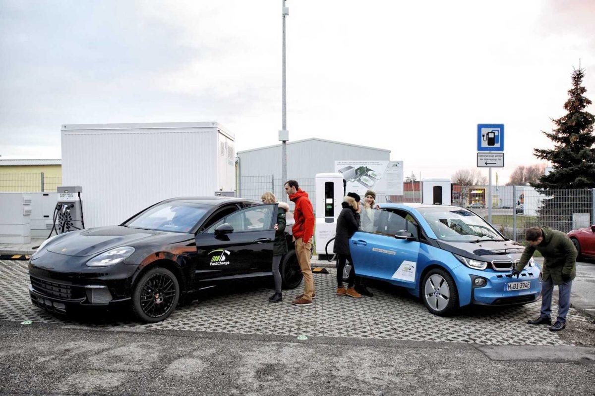 Новая технология BMW и Porsche позволяет зарядить электромобиль за три минуты