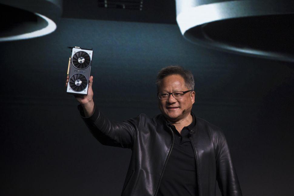 Глава NVIDIA отменил закон Мура