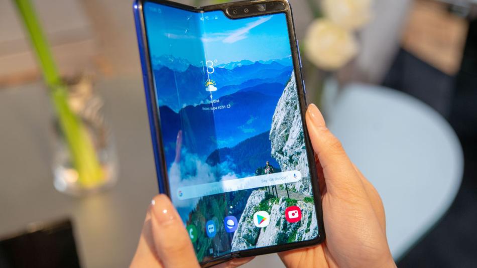 Гибкие смартфоны Samsung Galaxy Fold ломаются в руках первых пользователей