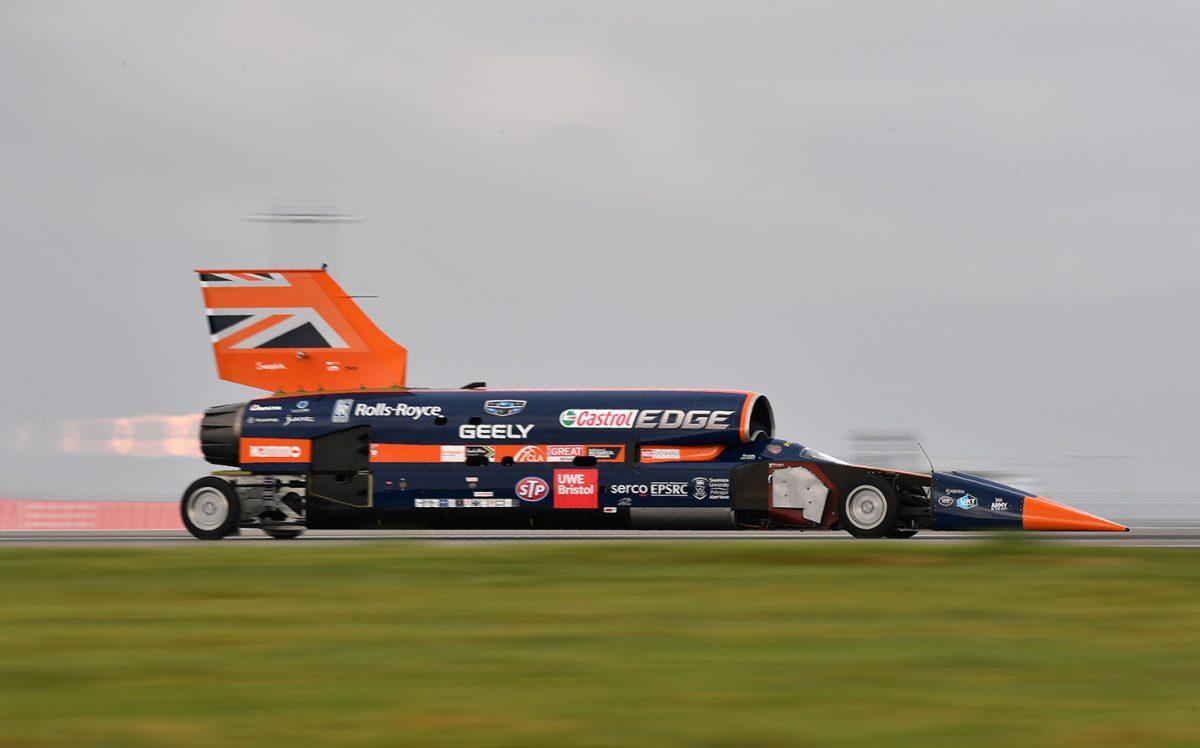 Новый сверхзвуковой автомобиль побил рекорд скорости