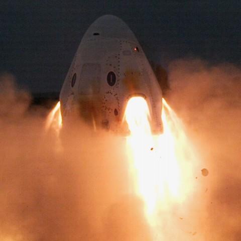 Прошли первые успешные испытания пассажирского корабля от SpaceX