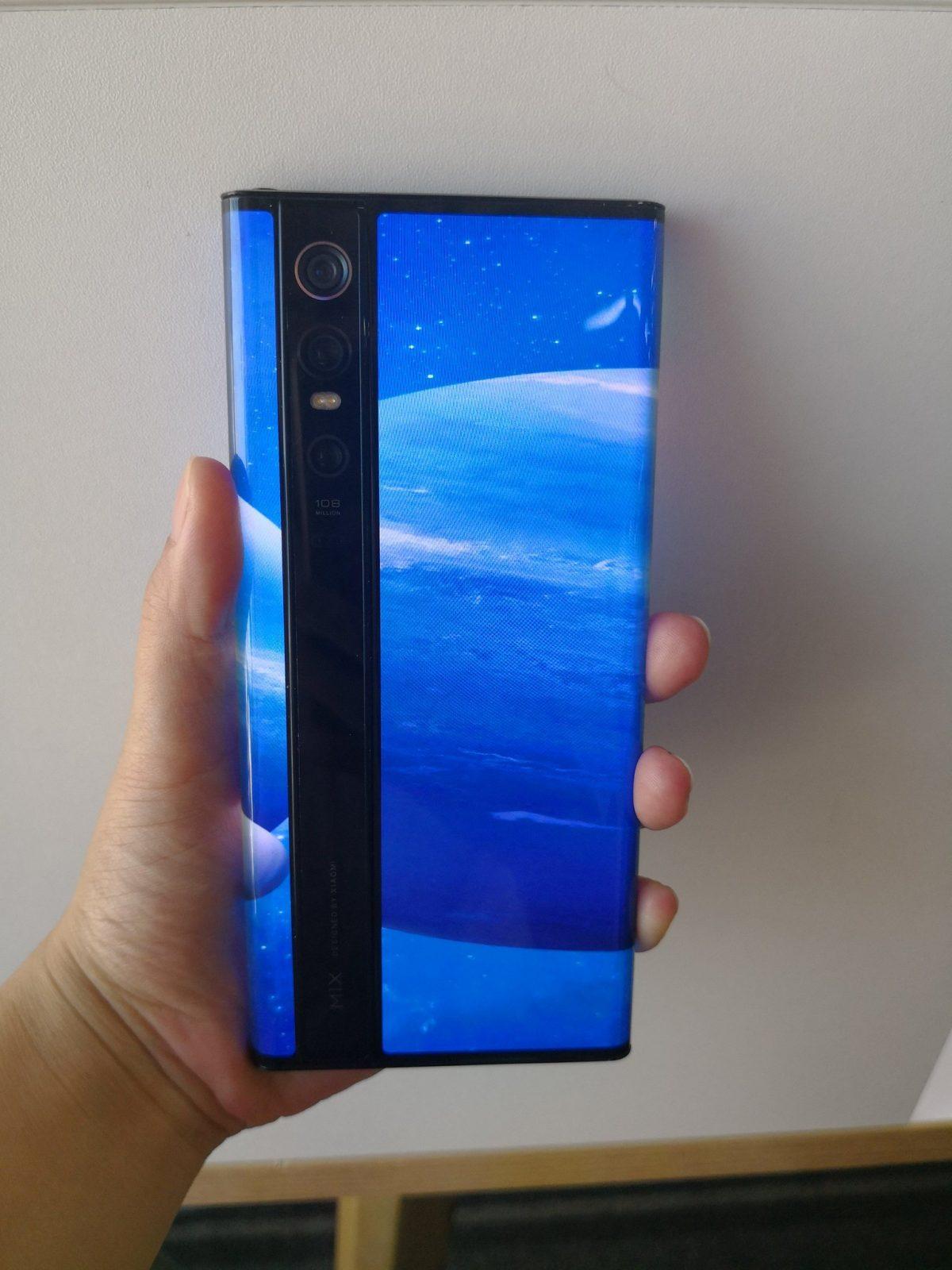 Революционный Xiaomi Mi Mix Alpha показался на «живых» фото