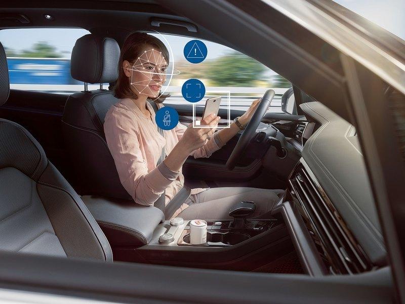 Автомобили начнут контролировать водителей