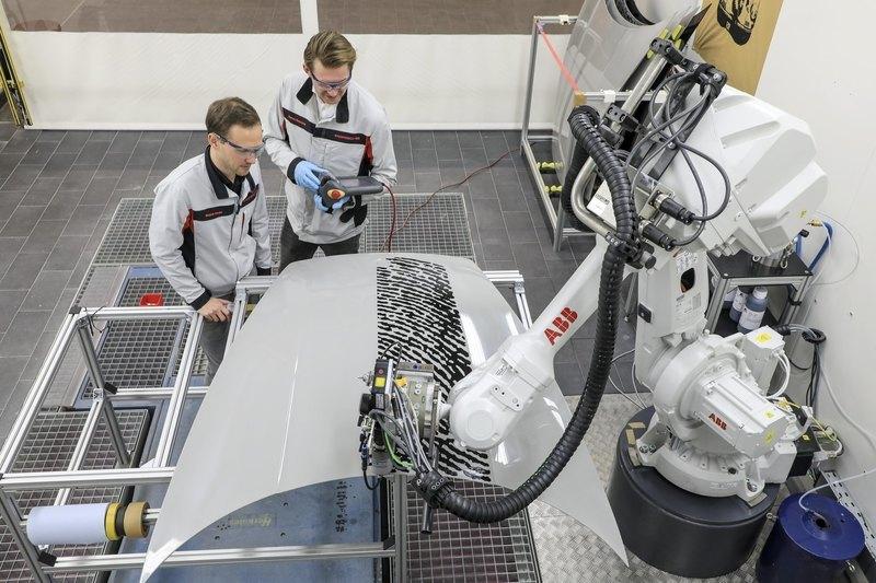 """Porsche разработал новую методику """"прокачки"""" автомобилей отпечатками пальцев"""