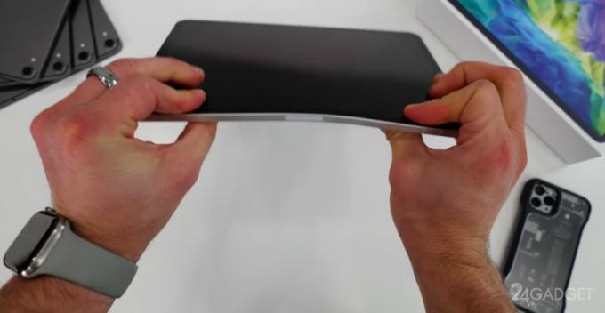 Планшет iPad Pro легко сгибается руками (видео)