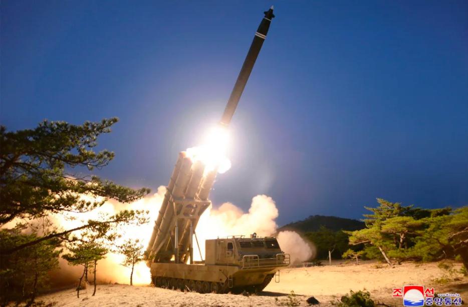 Северная Корея продемонстрировала качественное фото новейшей реактивной системы залпового огня