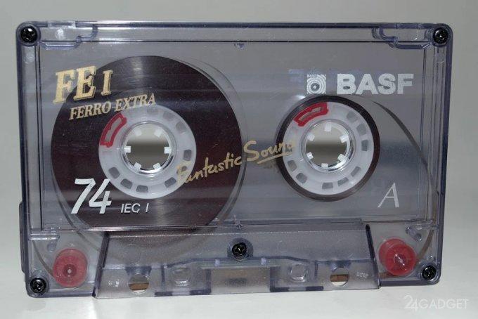 Энтузиаст записал видео на аудиокассету 80-х годов XX века (2 видео)
