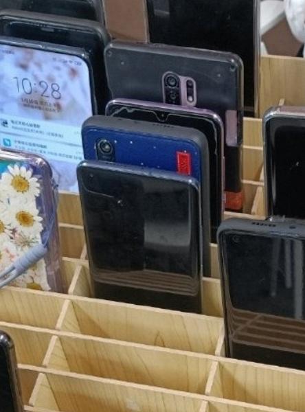 На фото из соцсети обнаружили загадочный смартфон Xiaomi