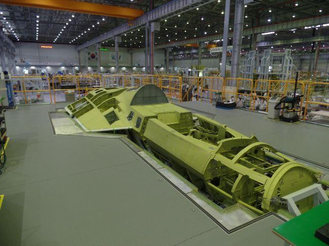 Южная Корея показала корпус первого собственного истребителя