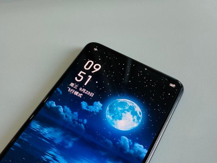 Грядущий недорогой смартфон Realme с подэкранной селфи-камерой оснастят 125-ваттной зарядкой