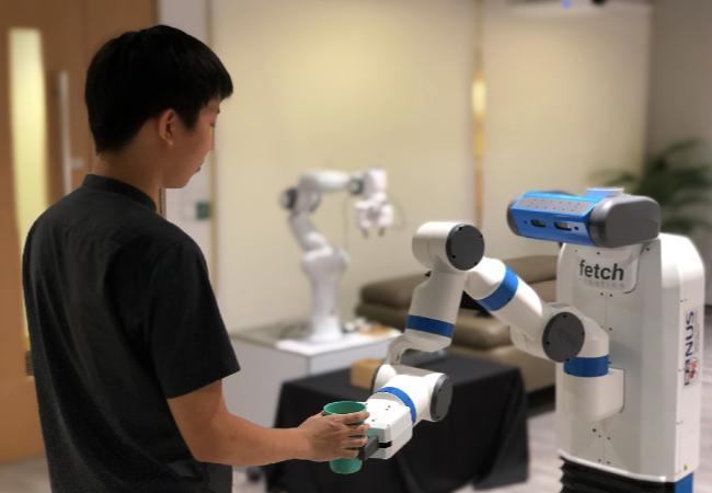 """Учёные обнаружили, что роботы с развитым мышлением будут """"выслуживаться"""" перед человеком вплоть до саморазрушения"""