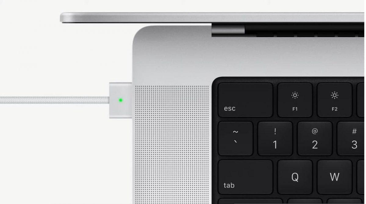 Apple представила полностью новый MacBook Pro с «чёлкой» в экране и с экстремальным процессором M1 Max